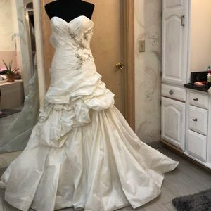 Ivory taffeta cathedral length ball gown